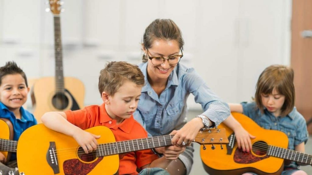 guitar class with kids growing in confidence