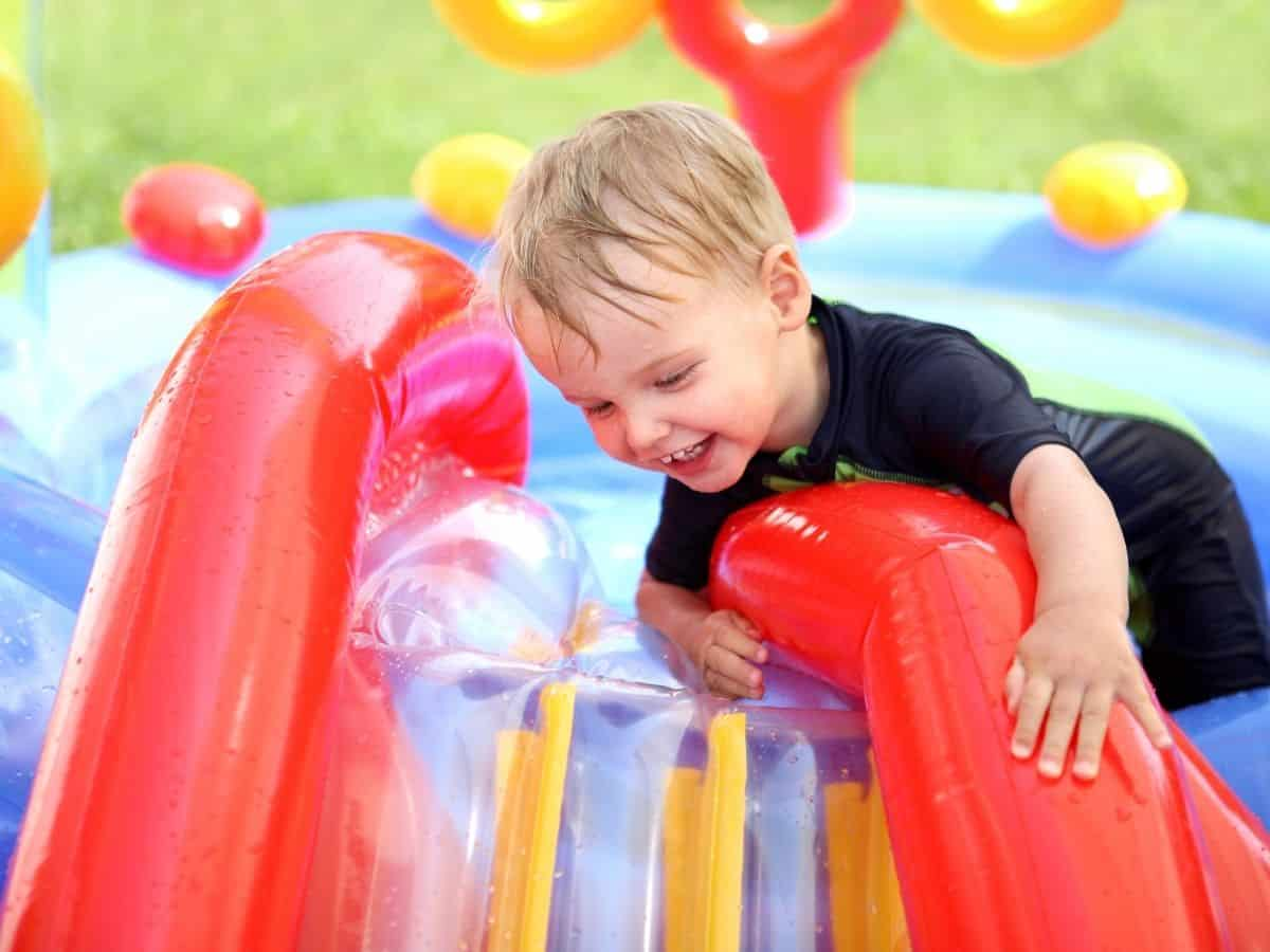 summer-block-schedule-for-kids-featured-image-blowup-pool