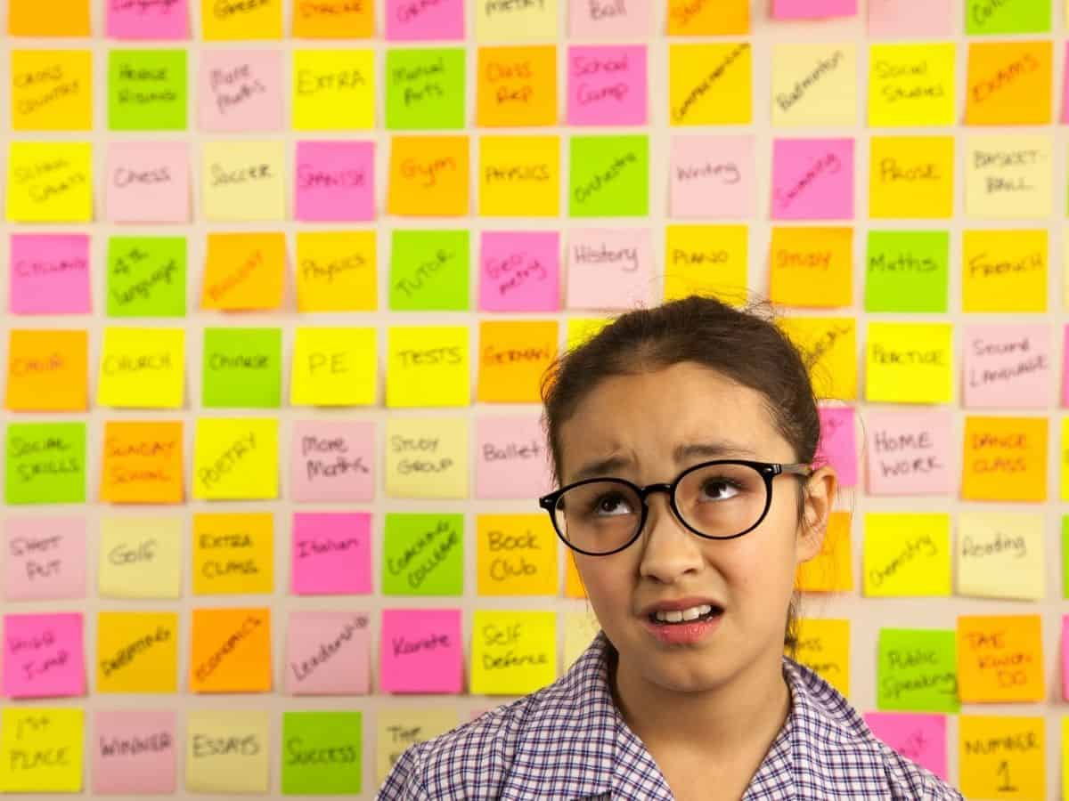 girl who is frustrated by her schedule on post it notes