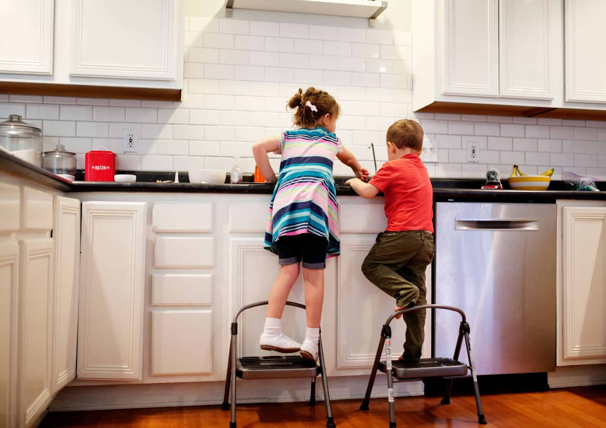 kids doing dishes together